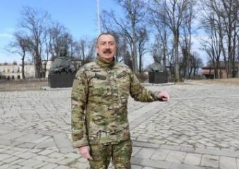 Президент Азербайджана: Я сказал, мы установим бюсты на своем месте после освобождения Шуши от врага, и установили