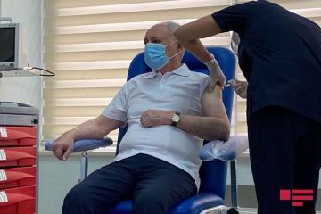 Oqtay Şirəliyev, Zaur Əliyev və Ramin Bayramlı koronavirus əleyhinə peyvənd olunub