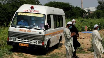 В Индии пятнадцать человек погибли под колесами грузовика