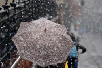 В регионах Азербайджана выпал снег, в Баку - мокрый снег