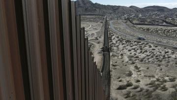 Байден остановил строительство стены на границе с Мексикой