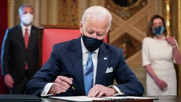 Джо Байден отменил ограничения на въезд в США из ряда мусульманских стран