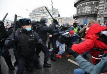 В Москве во время несогласованных акций пострадали 39 силовиков