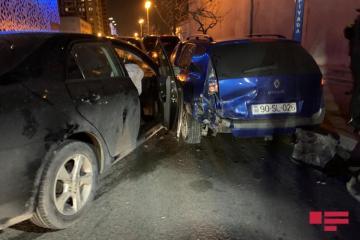 В Баку столкнулись пять автомобилей - [color=red]ФОТО[/color]