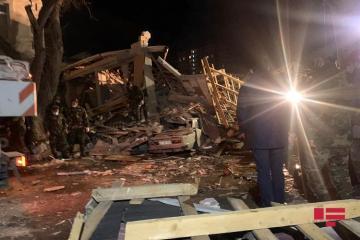 Из-под завалов разрушенного дома в Хырдалане извлечено тело погибшей женщины - [color=red]ФОТО[/color] - [color=red]ВИДЕО[/color] - [color=red]ОБНОВЛЕНО-2[/color]