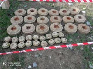 В прифронтовых районах Азербайджана обнаружено большое количество неразорвавшихся боеприпасов - [color=red]ФОТО[/color]