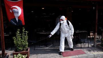 Минздрав Турции призвал вернуться к строгим мерам из-за ситуации с коронавирусом