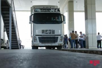 На таможенном посту Самур более 1500 грузовиков ждут в очереди на въезд в Россию