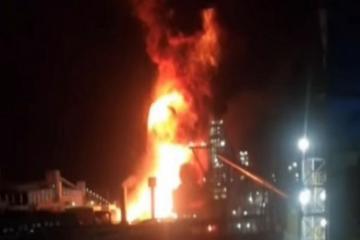 На сталелитейном заводе в Иране произошел сильный пожар