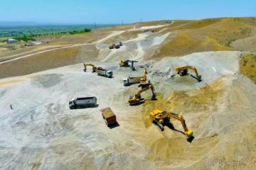 Ведется строительство автомобильной дороги Ахмедбейли-Горадиз-Миндживан-Агбенд