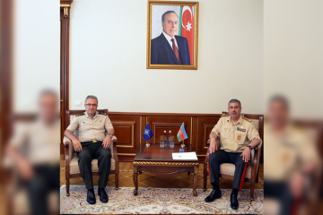 Azerbaijan's Defense Minister meets with Chief of Staff of NATO Allied Land Command
