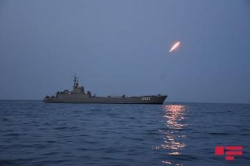 На учениях ВМС выполнены ночные стрельбы – [color=red]ФОТО[/color]