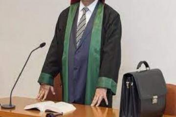 Судам предоставляется право штрафовать адвоката, подавшего необоснованное ходатайство и жалобу, на сумму до 500 манат