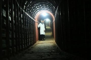 Rusiya hərbçiləri Suriyada terrorçuların mağarada yaratdığı müasir hospital aşkar ediblər