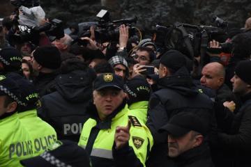 В Тбилиси оппозиционные активисты провели акцию у резиденции Иванишвили