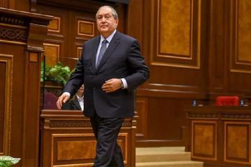 Президент Армении запросил встречу с оппозицией