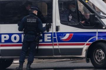 Fransada 11 yaşlı uşaq bələdiyyə sədrinin başını kəsməklə hədələyib