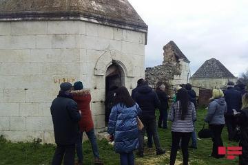 Руководители медиа-структур и активисты социального медиа посетили мавзолеи карабахских ханов - [color=red]ВИДЕО[/color]