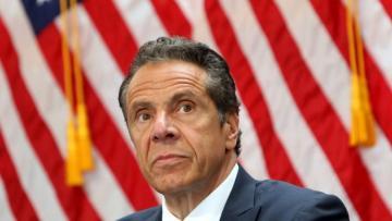 Губернатор Нью-Йорка не намерен оставлять пост на фоне секс-скандала
