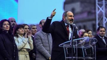 Пашинян подаст в отставку в период с 20 апреля по 5 мая