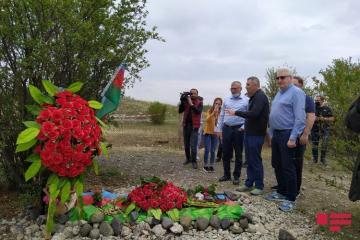 Российские депутаты и эксперты посетили могилу национального героя Аллахверди Багирова - [color=red]ОБНОВЛЕНО-1[/color]