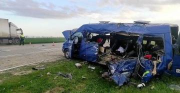 Rusiyada yük maşını uşaqları yarışa aparan mikroavtobusla toqquşub, 5 azyaşlı ölüb