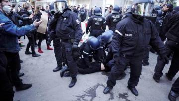 В Берлине начались жесткие задержания на демонстрации
