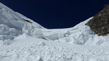 В России туристы попали под снежную лавину