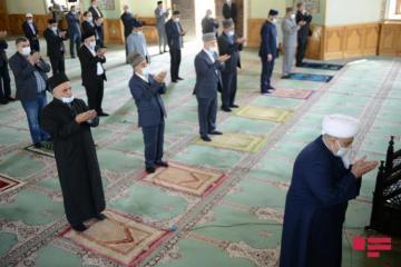В мечети «Тезепир» совершен праздничный намаз по случаю праздника Рамазан - [color=red]ФОТО[/color]