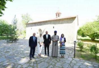 Президент Ильхам Алиев посетил в поселке Нидж Габалинского района среднюю школу номер 1 и церковь Святого Елисея «Чотари» - [color=red]ОБНОВЛЕНО[/color]