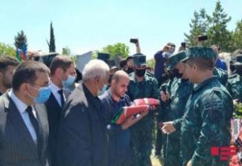 В Товузе похоронен офицер, погибший в результате инцидента на границе-[color=red]ФОТО[/color]