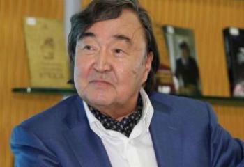 Олжас Сулейменов награжден орденом «Шараф»