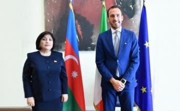 Председатель Милли Меджлиса встретилась с госсекретарем МИД Италии