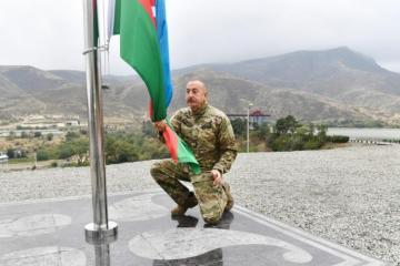 Prezident İlham Əliyev Tərtər rayonunun Suqovuşan qəsəbəsində Azərbaycan bayrağını ucaldıb