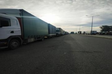 На азербайджано-российской границе образовалась очередь из грузовиков-[color=red]ФОТО[/color]