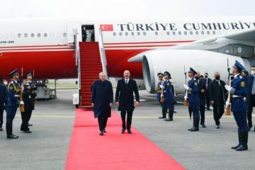 Ərdoğanı Füzuli Beynəlxalq Hava Limanında Prezident İlham Əliyev qarşılayıb