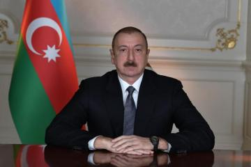 President Ilham Aliyev visited statue of national leader Heydar Aliyev in Sumgayit