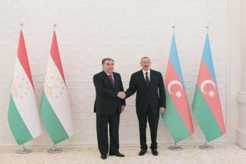 Президент Ильхам Алиев поздравил президента Таджикистана