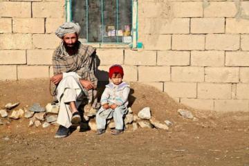 Афганец вынужденно продал четырехлетнюю дочь, чтобы спасти семью от голода