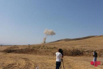В Физули грузинским журналистам наглядно продемонстрировали процесс обезвреживания мин взрывным методом – [color=red]ФОТО – ВИДЕО[/color]