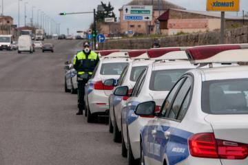 Водитель, отказавшийся остановить машину по требованию полиции, был задержан с помощью граждан – [color=red]ВИДЕО[/color]