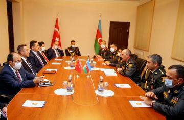Азербайджан и Турция обсудили вопросы военно-технического обеспечения
