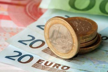 Euro drops to 14-month low against manat